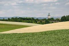 A torre da cidade de Enns cercou por campos imagens de stock royalty free