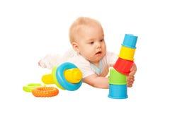 Torre da construção do bebê de blocos coloridos. Fotografia de Stock Royalty Free