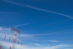 Torre da eletricidade e uma fuga Foto de Stock