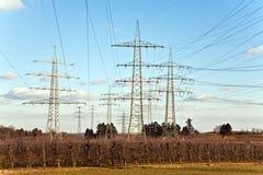 Torre da eletricidade para a energia com céu Fotografia de Stock Royalty Free