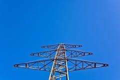 Torre da eletricidade para a energia com céu Fotografia de Stock