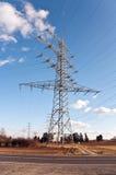 Torre da eletricidade para a energia com céu Imagens de Stock