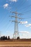 Torre da eletricidade para a energia com céu Imagem de Stock Royalty Free