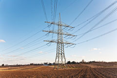 Torre da eletricidade para a energia com céu Imagem de Stock