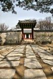 Torre da entrada ao templo budista Fotos de Stock