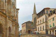 Torre da faculdade St Charles e a parede do romano velho imagens de stock