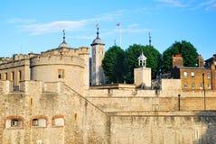 A torre da fortaleza de Londres na luz da noite Imagem de Stock
