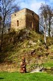Torre da fortaleza velha perto da vila Brezina imagens de stock