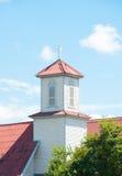 Torre da igreja, cruzes em um telhado de uma igreja ortodoxa cristã contra Fotografia de Stock
