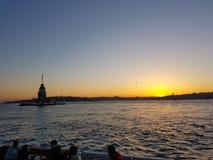 Torre da luz do sol do peru do kulesi do kiz de Istambul da água da elevação do amor Imagens de Stock