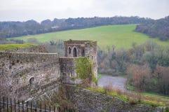 A torre da parte traseira do castelo e dos prados de Dôvar imagem de stock royalty free