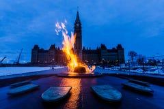 Torre da paz e chama centenária Ottawa, Canadá Imagens de Stock Royalty Free