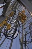 Torre da perfuração a pouca distância do mar Imagem de Stock
