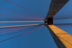 A torre da ponte cabo-ficada Fotografia de Stock