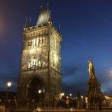 Torre da ponte de Charles  na noite Imagem de Stock