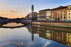 Torre da ponte do rio de Pisa Foto de Stock Royalty Free