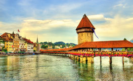 Torre da ponte e de água da capela em Luzern, Suíça Imagem de Stock