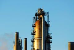 Torre da refinaria fotografia de stock royalty free