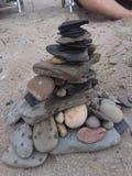 Torre da rocha na praia Fotos de Stock