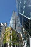 Torre da rua de 122 Leadenhall e 30 St Mary Axe enfrentada na cidade de Fotografia de Stock Royalty Free