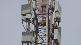 Torre da telecomunicação Torre de comunicações da antena dos meios da torre Indústrias de planejamento elétrico De alta qualidade vídeos de arquivo