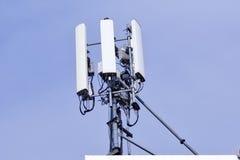 Torre da telecomunicação Transmissor sem fio da antena de uma comunicação fotografia de stock