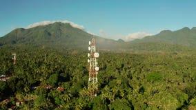 Torre da telecomunica??o, antena de uma comunica??o em ?sia video estoque