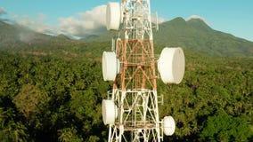 Torre da telecomunica??o, antena de uma comunica??o em ?sia vídeos de arquivo