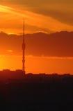 Torre da televisão de Ostankino no tempo do nascer do sol Fotografia de Stock