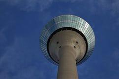 A torre da televisão em Dusseldorf Alemanha, foto de stock