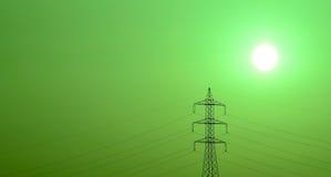 Torre da tensão alta no nascer do sol com efeito da cor verde Imagens de Stock