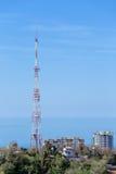 Torre da tevê da cidade Fotografia de Stock Royalty Free