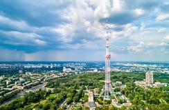 Torre da tevê de Kiev 385 medidores de altura, é a construção de aço da estrutura autônoma a mais alta no mundo imagens de stock royalty free