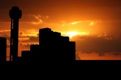 Torre Dallas de la reunión en la puesta del sol Fotografía de archivo