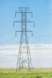 Torre das linhas eléctricas foto de stock royalty free