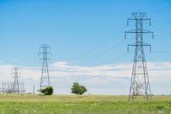 Torre das linhas eléctricas imagens de stock royalty free