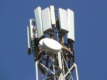 Torre das telecomunicações Mastro para comunicações móvéis Fotos de Stock
