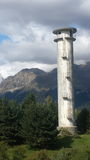 Torre de água em um monte verde Imagens de Stock
