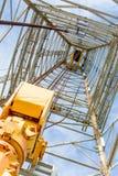 Torre de óleo com movimentação superior para a perfuração do oceano Foto de Stock