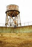 Torre de agua aherrumbrada de Alcatraz Imagenes de archivo
