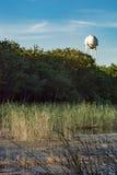 Torre de agua cerca de la charca Imágenes de archivo libres de regalías