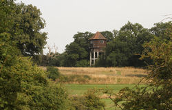 Torre de agua del ` s de Briggen en la aguamiel de Hunsdon, Inglaterra, Reino Unido imágenes de archivo libres de regalías