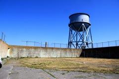 Torre de agua en la cárcel federal de la isla de Alcatraz Imagen de archivo libre de regalías