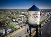 Torre de agua en la ciudad Arvada, Colorado de Olde Foto de archivo