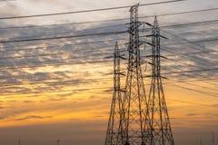 Torre de alta tensão da indústria do central elétrica fotos de stock royalty free