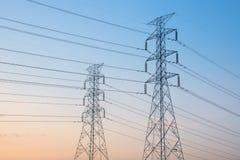 Torre de alta tensão da indústria do central elétrica fotografia de stock royalty free