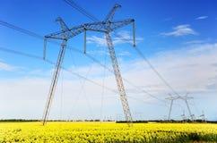 Torre de alta tensão da transmissão do pilão da eletricidade Imagens de Stock Royalty Free