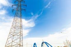 Torre de alta tensão da transmissão no selvagem Fotografia de Stock