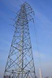 Torre de alto voltaje del hierro del alambre Fotografía de archivo