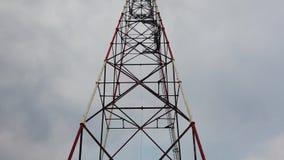 Torre de alto voltaje en el gato de Tokarev